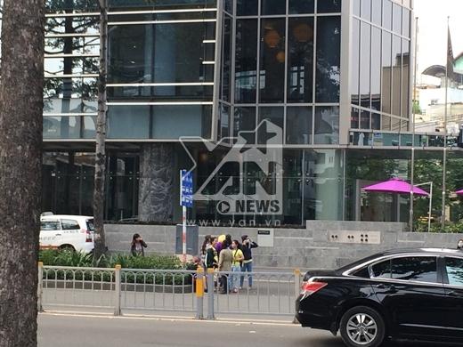 Một nhóm fan đã có mặt ngay tại khách sạn mà nhóm T-ara sẽ ở tại Việt Nam.
