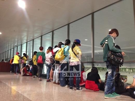 Fan T-ara hồi hộp chờ đợi thần tượng