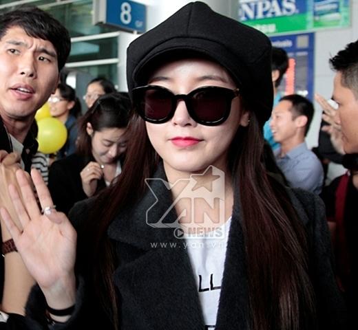 T-ara rạng rỡ, vẫy tay chào fan Việt