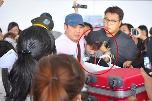 Hết hồn với sự quá khích của fan Việt khi đón sao Hàn