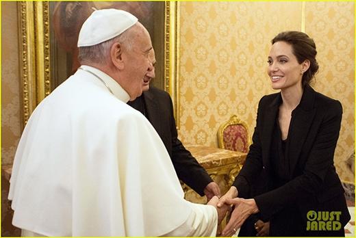 Angelina Jolie vinh dự diện kiến giáo hoàng