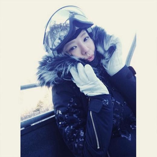Hyoyeon tiếp tục khoe ảnh trượt tuyết vào mùa đông khiến fan vô cùng thích thú. Cô nàng không khỏi suýt xoa với cái lạnh.