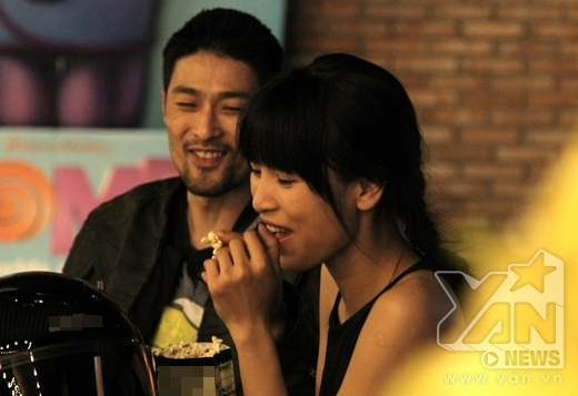 """Johnny Trí Nguyễn cùng bạn gái """"bụi bặm"""" đi xem phim - Tin sao Viet - Tin tuc sao Viet - Scandal sao Viet - Tin tuc cua Sao - Tin cua Sao"""