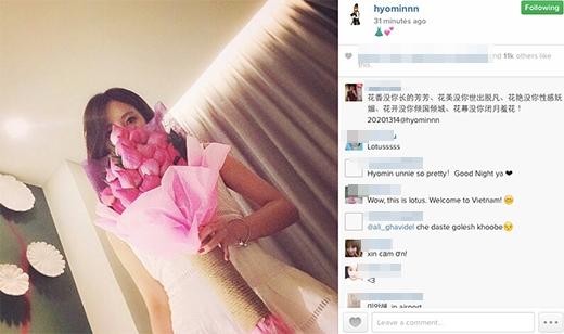 Hyomin (T-ara) nhắng nhít chụp ảnh tự sướng cùng hoa sen