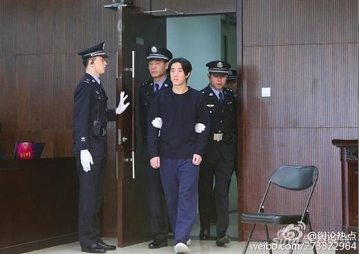 Quý tử Thành Long thản nhiên ra tòa, lĩnh án 6 tháng tù