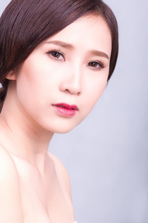 Vết sẹo do phẫu thuật trên cổ Hoài Hương
