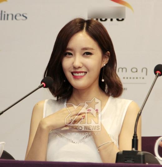 Cô cũng là thành viên có sự tương tác rất cao với fans khi thường xuyên sử dụng mạng xã hội, đăng tải hình ảnh cực kỳ xinh đẹp của mình