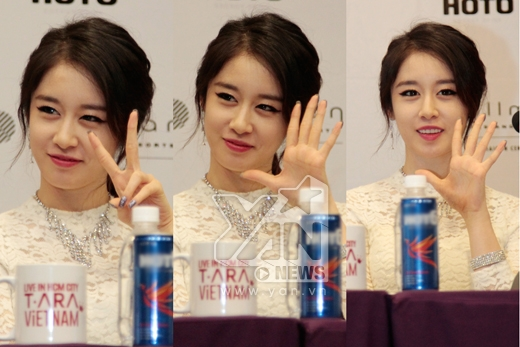 Sự đáng yêu có chút lạnh lùng của Ji Yeon trong ngày gặp gỡ này khiến không ít trái tim fans rụng rời