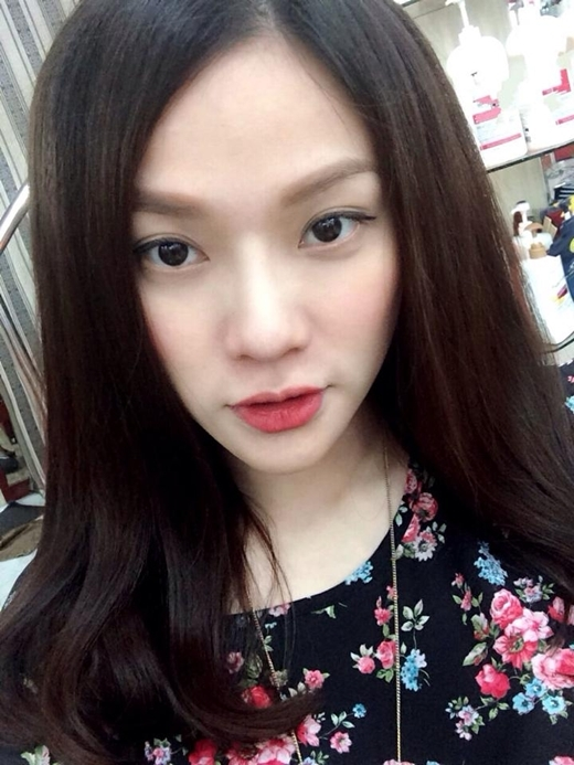 Sau khi lấy chồng, Thu Thủy đã tăng cân rất nhiều so với trước đây, dù vậy, gương mặt của cô vẫn V-line trẻ trung khiến các fan vô cùng ngưỡng mộ khi nữ ca sĩ ngày càng xinh đẹp.