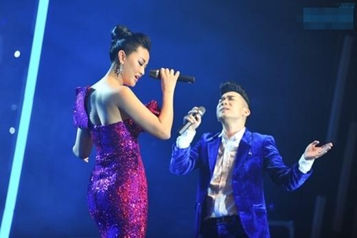 """Góp mặt trong liveshow """"Dấu ấn"""" kỷ niệm 15 năm đi hát của ca sĩ Quang Hà cũng phần nào khẳng định giọng hát live của """"chân dài đi hát"""" đang dần được công chúng đón nhận theo chiều hướng tích cực. - Tin sao Viet - Tin tuc sao Viet - Scandal sao Viet - Tin tuc cua Sao - Tin cua Sao"""