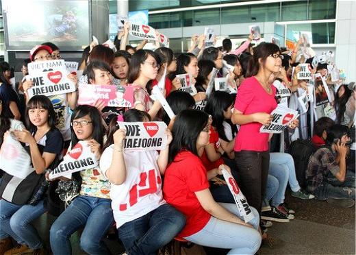 Sự xuất hiện của JaeJoong tại Việt Nam khiến các fan vô cùng sung sướng.