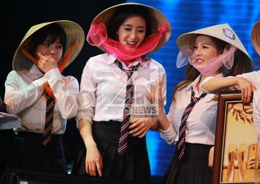 T-ara xinh đẹp trong chiếc nón lá Việt Nam