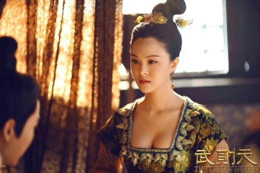 Hiền Phi Võ Đế tiếc cảnh nghệ thuật bị cắt, khen ngực đàn chị U50