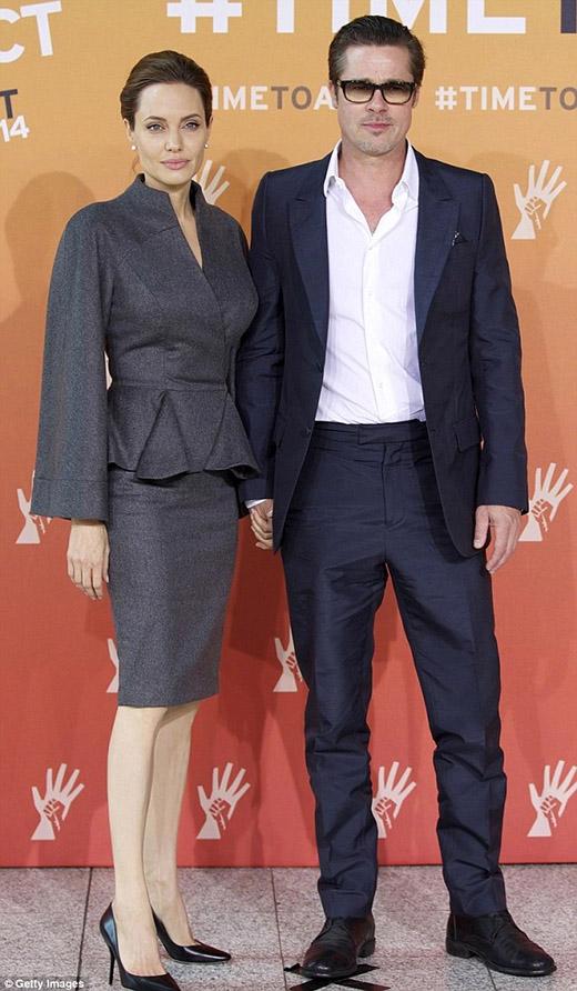 """Angelina tiết lộ bí mật """"khủng"""" về đám cưới với Brad Pitt"""