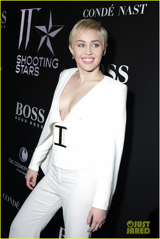 Miley Cyrus hóa thân thành huyền thoại Elvis Presley