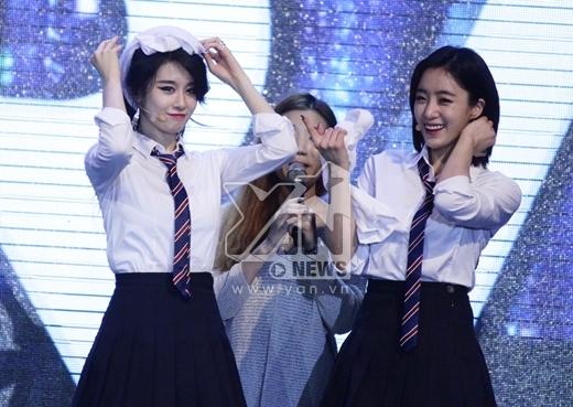 Couple JiJung với hàng loạt khoảnh khắc đáng yêu trên sân khấu.