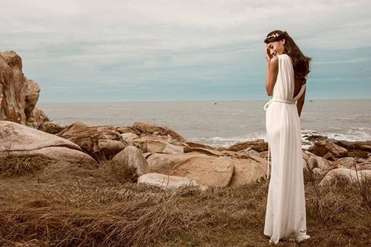 Cô dâu Lê Thúy diện ba bộ váy cưới, có tông màu trắng làm chủ đạo để thể hiện khoảnh khắc hạnh phúc trọn vẹn. - Tin sao Viet - Tin tuc sao Viet - Scandal sao Viet - Tin tuc cua Sao - Tin cua Sao