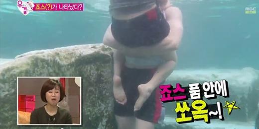 Kim So Eun và Song Jae Rim thân mật dưới hồ nước