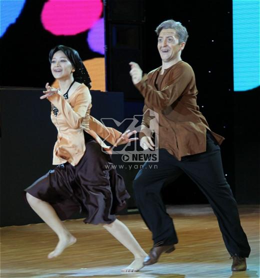 Bà già Chi Pu liều mình nhảy quá sung - Tin sao Viet - Tin tuc sao Viet - Scandal sao Viet - Tin tuc cua Sao - Tin cua Sao