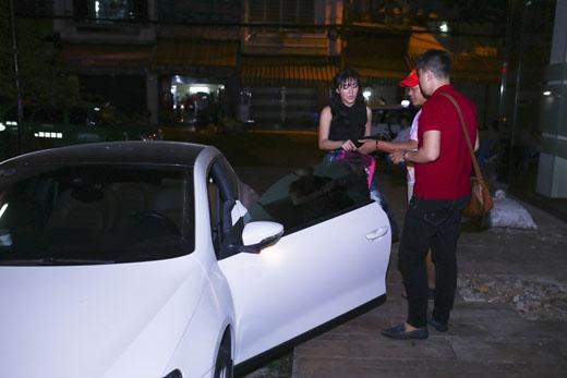 Văn Mai Hương thường xuyên sử dụng xe riêng để phục vụ cho việc đi diễn, tham gia event.. - Tin sao Viet - Tin tuc sao Viet - Scandal sao Viet - Tin tuc cua Sao - Tin cua Sao