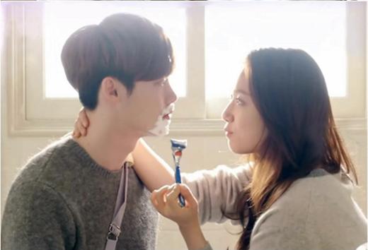 Park Shin Hye tình tứ... cạo râu cho Lee Jong Suk