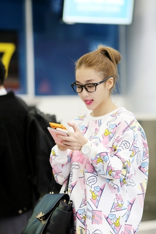 Trông cô nàng tinh nghịch như một nàng Hàn Quốc chính hiệu.