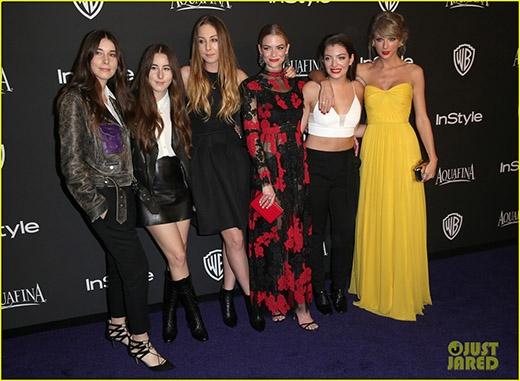 Cô nàng đến dự tiệc cùng bạn thân Lorde và nhóm nhạc Haim
