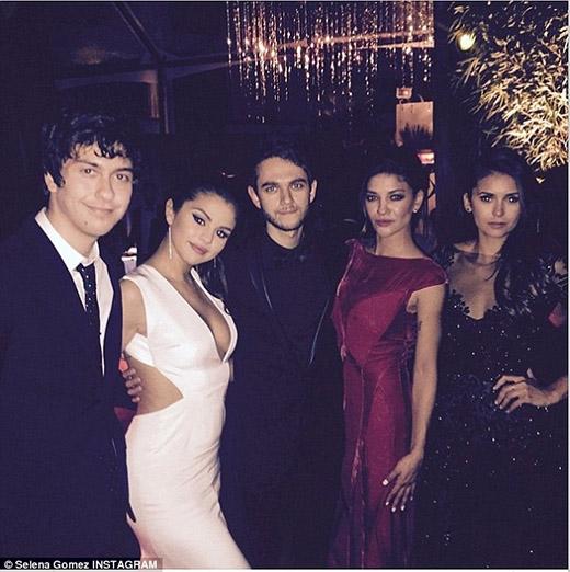 """Selena Gomez, Taylor Swift rạng rỡ dự tiệc """"hậu"""" Quả cầu vàng"""