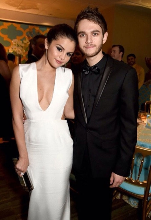 Selena Gomez cũng có nhiều mối quan hệ tốt với nam nghệ sĩ, điển hình là Dj Zedd