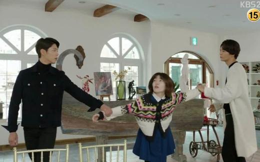 """Muôn kiểu sao """"nắm cổ tay"""" trên màn ảnh Hàn"""