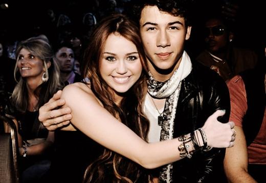 ... lẫn Miley