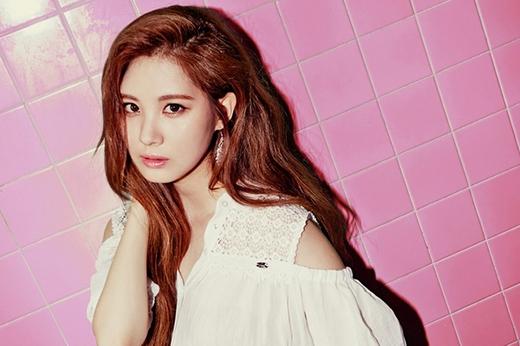 Em út của SNSD đã được SM săn đón ngay khi còn học tiểu học. Một nhân viên của SM đã phát hiện ra cô nàng vì khi bé Seohyun sở hữu một gương mặt cực dễ thương.