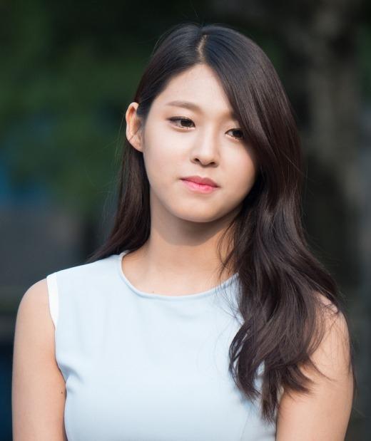 Bây giờ thì mọi người đã hiểu vì saoSeolhyun (AOA)lại thắng cuộc thi tìm kiếm người mẫu của công tyFNC Entertainmentthay vì tài năng ca hát, thậm chí cư dân mạng đồng ý rằng cô nàng hợp làm diễn viên hơn ca sĩ.