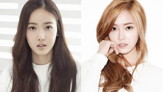 Tân binh sắp ra mắt SinB của nhóm G-Friend đã gây chú ý với cộng đồng Kpop khi cô nàng sở hữu gương mặt không khác cựu thành viên SNSD - Jessica. Từ góc độ của khuôn mặt như: mũi, răng, mắt,... tất cả đều khiến các fan phải giật mình vì sự giống nhau đến 90% này.
