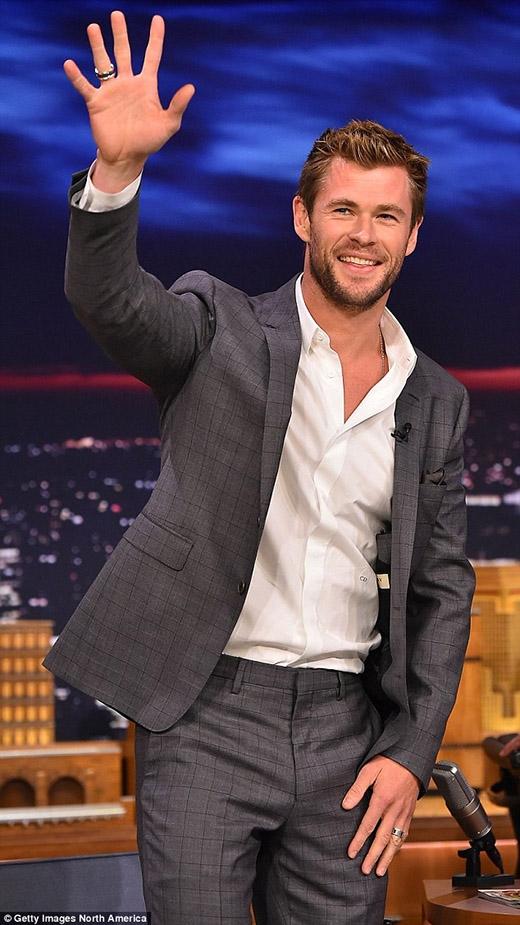 Chết ngất khi Chris Hemsworth ướt sũng lộ cơ bắp đầy quyễn rũ