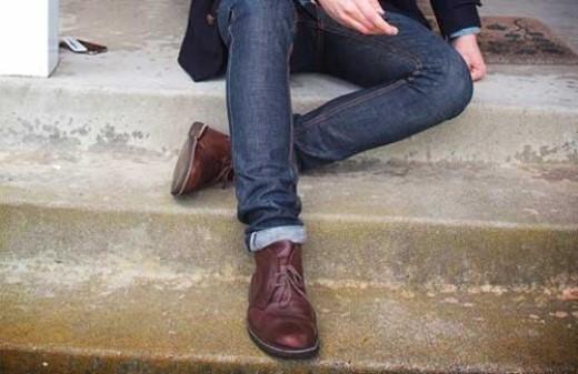 Mặc đồ lót quá chật. Việc mặc quần áo nói chung và mặc quần lót quá chật ở nam giới nói riêng sẽ gây ra nhiều hậu quả nặng nề. Đầu tiên, đó là việc gây cảm giác không thoải mái. Sự bó ép quá mức sẽ làm cơ quan quan trọng của bạn bị cản trở lưu thông về huyết mạch tới cậu nhỏ.