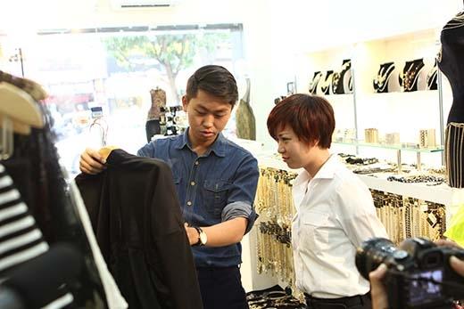 Chuyên gia thời trang cũng nhanh chóng làm nhiệm vụ của mình.