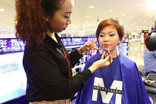 Những bí quyết trang điểm hợp với gương mặt cùng bí quyết chăm sóc da và lựa chọn mỹ phẩm thích hợp cũng chính là những điều tuyệt vời mà cô gái nào cũng sẽ nhận được khi theo dõi chương trình Một ngày mới.