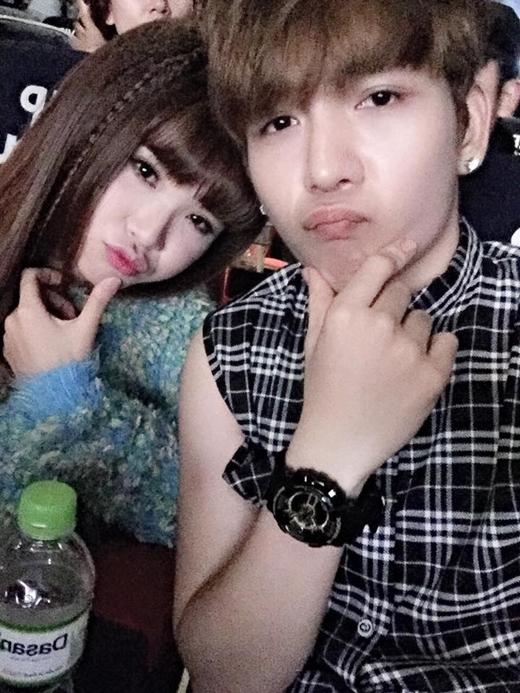 Kelvin Khánh đến ủng hộ phim mới củaKhởi My. Fan của cặp đôi này luôn muốn hai người trở thành một cặp thật sự vì họ quá đẹp đôi và hết sức dễ thương.