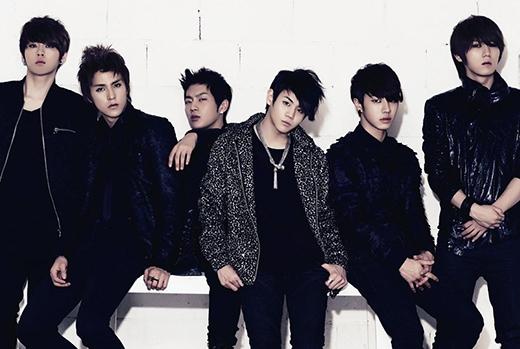 Sáu chàng trai nhà Cube được xếp ở vị trí thứ 4 với mức thu nhập 25,3 triệu USD (khoảng 540 tỷ đồng). Mỗi năm, Beast luôn chăm chỉ phát hành album hoặc đĩa đơn, và cũng chính vì tinh thần này đã giúp 6 anh chàng Beast có được thu nhập khá ổn trong năm nay.