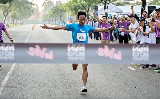 Giới trẻ bùng nổ khát khao chinh phục HCMC Run 2015