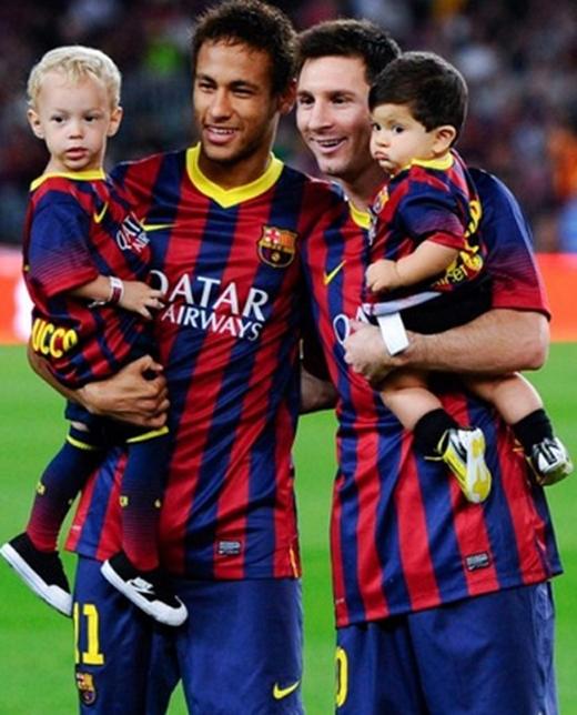 Messi và Neymar tự tin khoe… con.