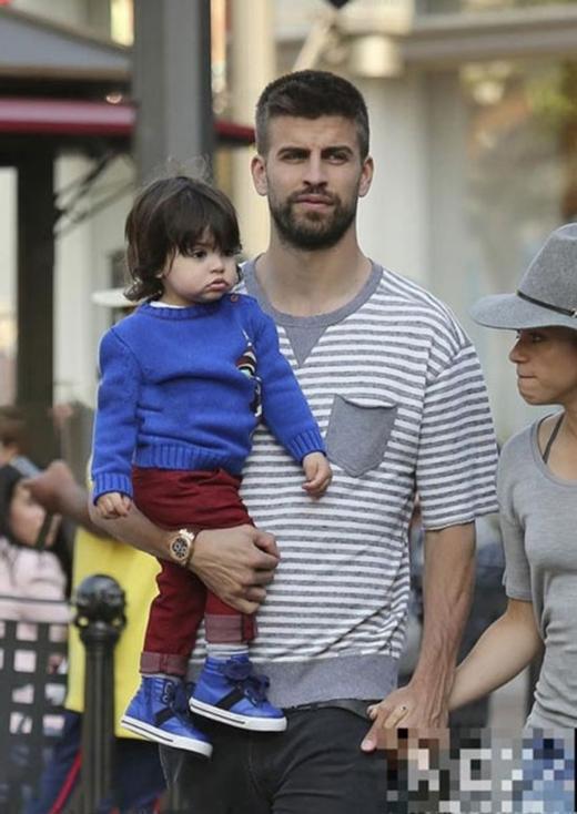 Tuyển thủ Tây Ban Nha Gerard Piqué và nữ ca sĩ nổi tiếng Shakira đã có với nhau một cậu con trai cực xì tin