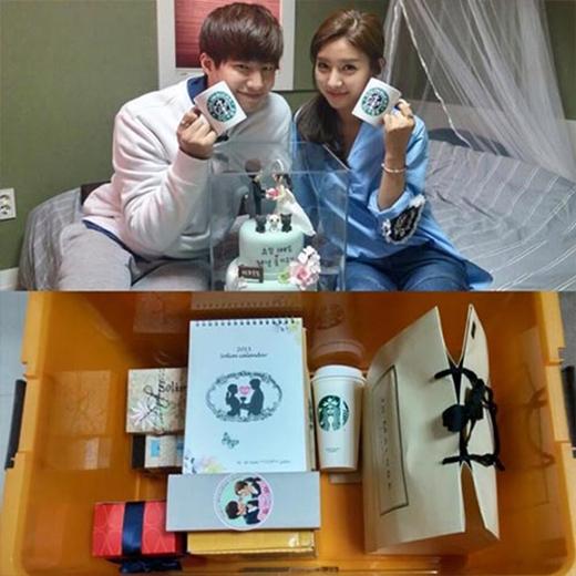 Song Jae Rim và Kim So Eun kỷ niệm 100 ngày họ bên nhau. Anh chồng chia sẻ trên trang cá nhân: Cám ơn mọi người đã ủng hộ cặp đôi SoLim. Chúng tôi muốn chia sẻ nước ép quả lê mà bạn đã gửi cho nhân viên để chúng tôi có thể chụp bức ảnh đẹp như thế này. Cám ơn các bạn. Cám ơn món quà 100 ngày. Chúng tôi sẽ hạnh phúc.
