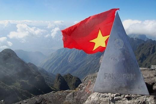 Cột mốc đỉnh núi Fansipan