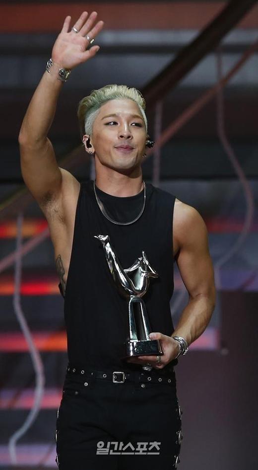 Taeyang ẵm giải khủng tại ngày đầu Grammy Hàn Quốc