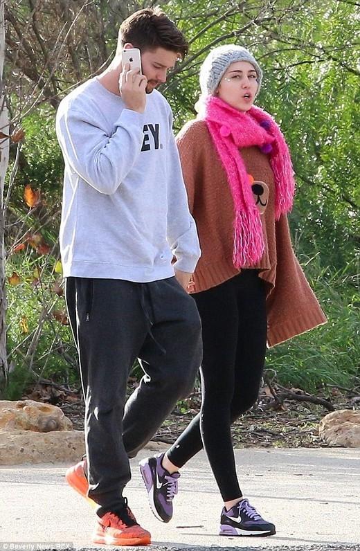 Gia đình xui gia Miley và Patrick chuẩn bị chào đón cặp đôi mới?