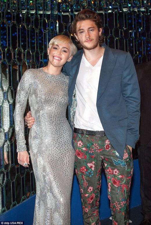 Miley Cyruschụp ảnh cùng em traiBraisontrong Lễ trao giải âm nhạc thế giớitạiMonaconăm ngoái