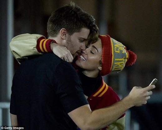 Miley CyrusvàPatrick Schwarzeneggerđã cặp kè với nhau từ tháng 11 năm ngoái