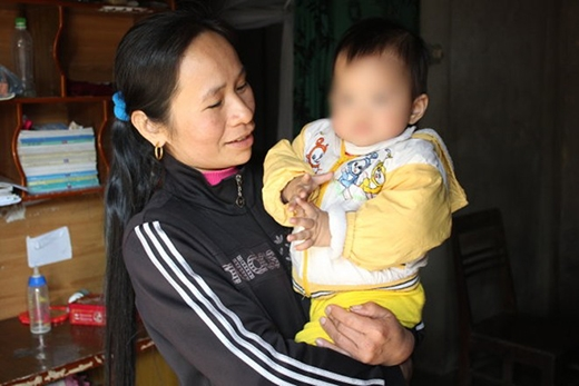 Bé Sao Mai đang được gia đình chị gái của Đào chăm sóc - Ảnh: Doãn Hoà.